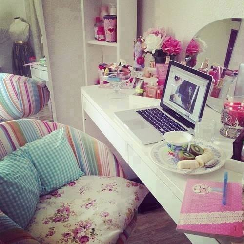 Girly Bedroom Chairs: Image #1874100 By Maria_D On Favim.com