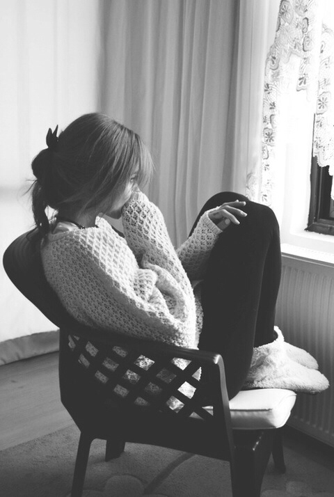 black and white, girl, sad, sweater, warm, winter, ♥ℳuȿℯ ℰℓℯȵa♥