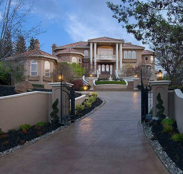 Pin grand entrance gates on pinterest for Big beautiful mansions