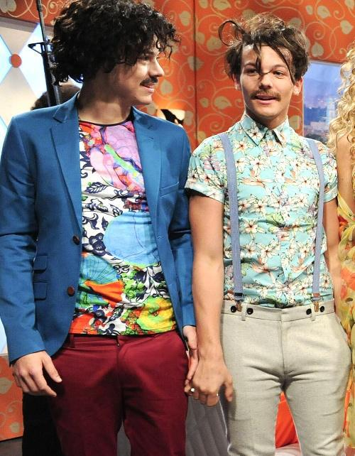 funny moments, juan direction, larry, louis tomlinson, moustache, one direction, harry styles, snl show, april 7 2012