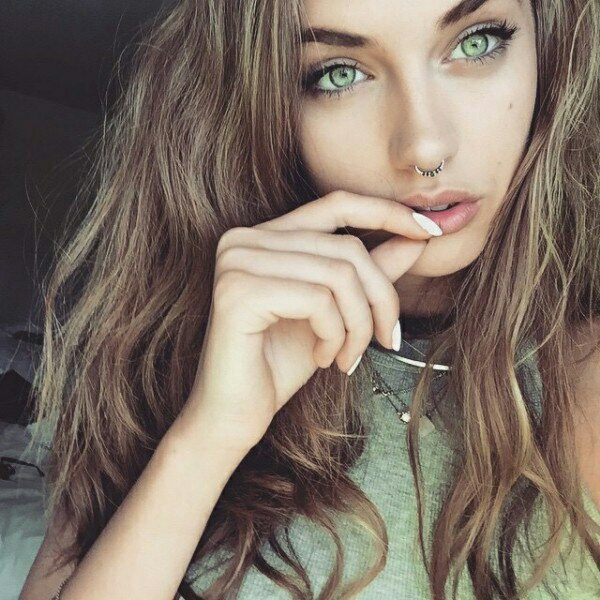 Fille Chatain Yeux Vert