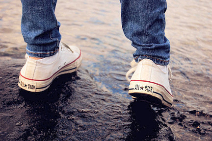 all estar, converse, jeans, puddle, water