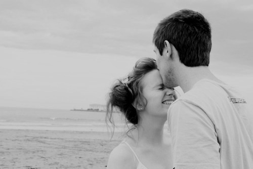 b&w, beach, boy, couple, couples, girl, kiss, love, sweet!