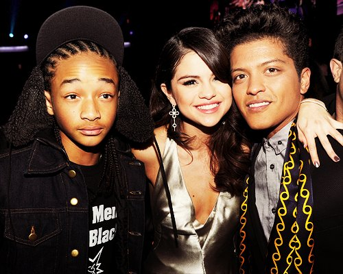 beautiful, beautiful girl, boy, boys, bruno mars, celebrity, cute, disney, dress, friends, girl, jaden smith, justin bieber, laugh, photography, pretty, selena, selena gomez, smile