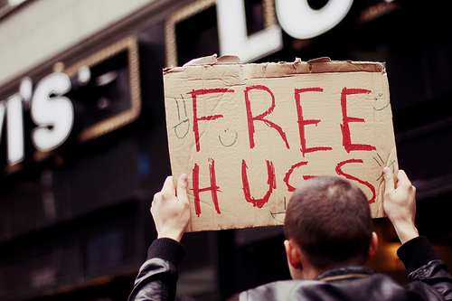 beautiful, boy, cute, free, free hugs, hair, hands, hugs, man, paper, placa, sandytiemi