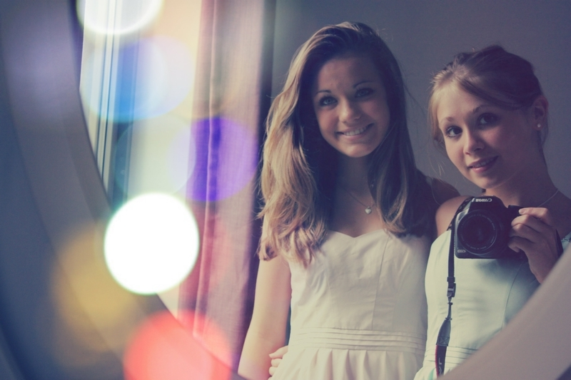 bestfriends, blond, brunette, camera, circles