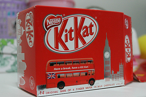 big bang, box, boy, bus, chocolate, doce, dulce, england, girl, inglaterra, kit kat, london, londres, nestle, red