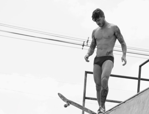 black & white, boy, boys, fashion, matheus verdelhos, sexy, sk8er boi, skate, skater, style, tattoo, vintage