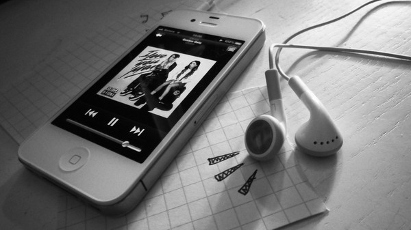 iphone, iphone 4, love, music, natalie skogman