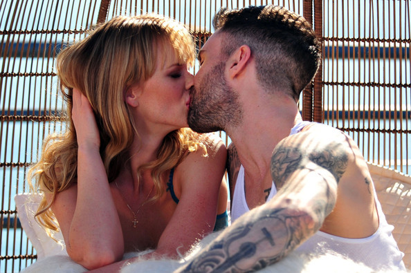 adam levigne, anne vyalitsyna, couple, maroon 5, model, sexy, singer, tattoos