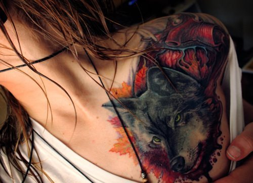 amazing, awesome, blood, girl, hair, lobo, sexy, tattoo, tattoo girl, tattooed, tatuaje, wolf, wow