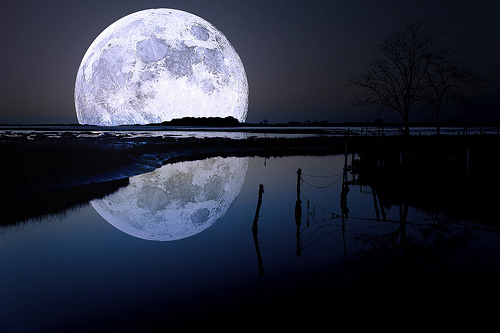 amazing, beuty, black, blue, dark, lake, lua, moon, nature, night, outside, paisagem, photography, stream, water, white, wonderful