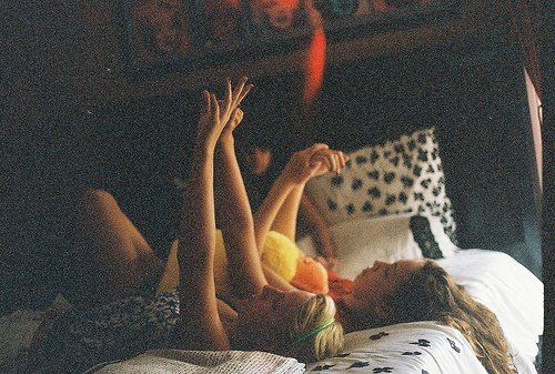 amigas, bed, best friends, chicas, cute