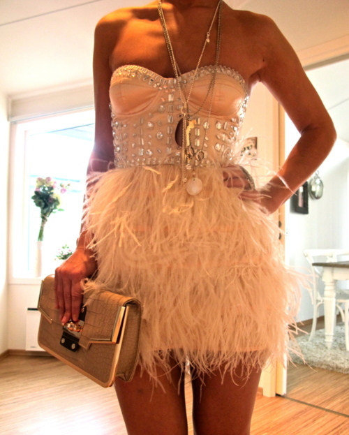 bag, beautiful, cool, dress, fabulous, fashion, feather, girl, lovely, necklace, outfit, photo, photograph, photography, pretty, style, white