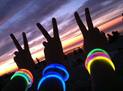 beach, bracelets, fashion, friends, glow