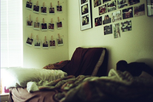 bed, blanket, blankets, decor, decorate, decore, hagning, love, photographs, photos, pictures, pillow, pilows, poloroid, room