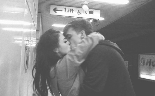 beijo, black and white, boy and girl, casal, couple, cute, kiss