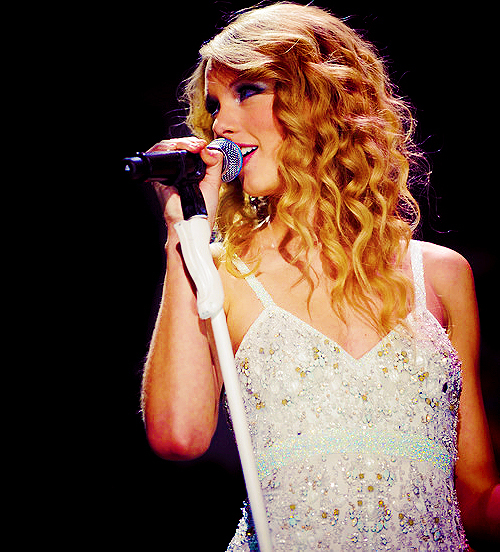 blonde, celebrity, cute, dress, performance, speak now tour, taylor swift