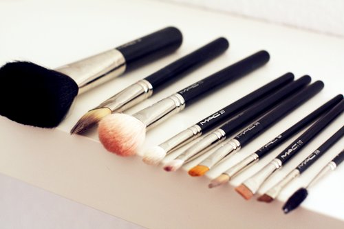 brushes, fashion, high fashion, mac, mac brushes, make up, make up brushes