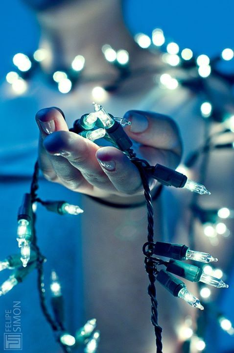 2012, awsome, blue, boy, christmas, cute, fingers, girl, hand, lights, lights out, luzes, magic, new year, photography, shine, xmas