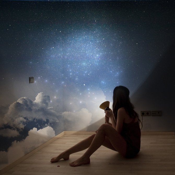 2photo, clouds, girl, lamp, lamp spaces sky