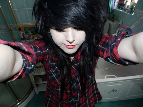 acne, bathroom, black hair, emo, girl, hair, plaid, scene