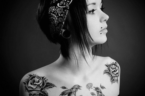 alargador, black & white, black and white, girl, piercing, piercings, style, tattoo, tattoos, tatuagem