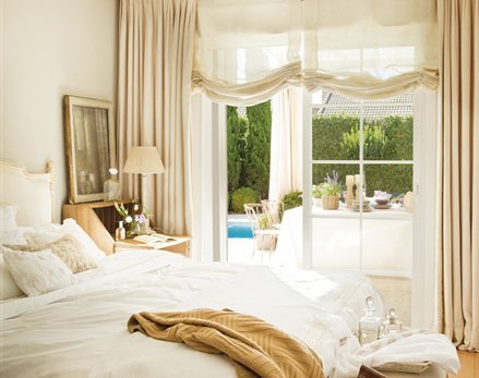 Color settingphotos pictures galleries designs ideas home for Gold and cream bedroom designs