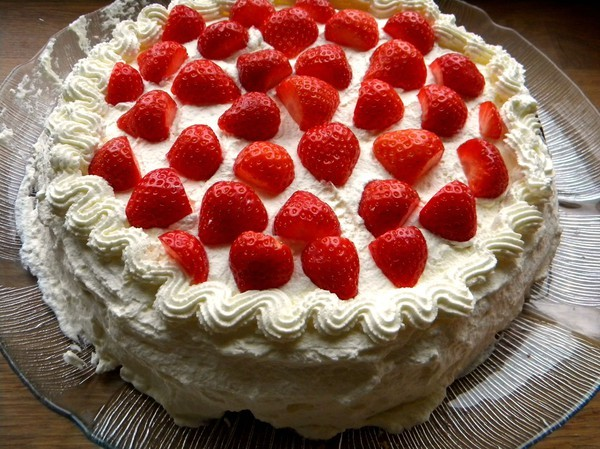 awesome, berries, birthday, birthday cake, cake, cream, cute, fat, food, lovely, nice, pastry, red, roos, strawberries, strawberry, sugar, summer, sweet, victoria, white, yum