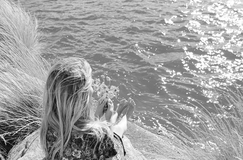 b & w, black and white, blonde, feet, foot, girl, hair, ocean, photo, photograph, photography, picture, sea, water, wind, woman