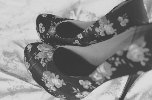 b & w, black and white, dream, flowers, girl, heels, high, high heels, photo, photograph, photography, picture, pumps, roses, shoes, stuff