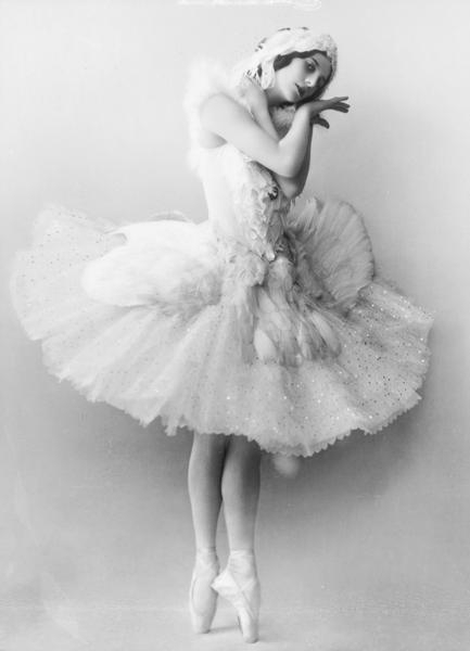 baletnica, ballerina, ballet, beautiful, black, black and white, dance, dancer, glitter, old, ruffle, swan, sweet, vintage, white