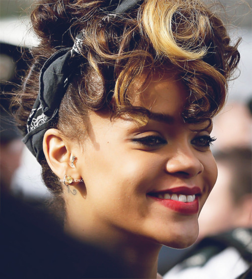 bandana, blonde, brown, cute, jewels, lips, pretty, rihanna, smile, talk that talk, tattoo