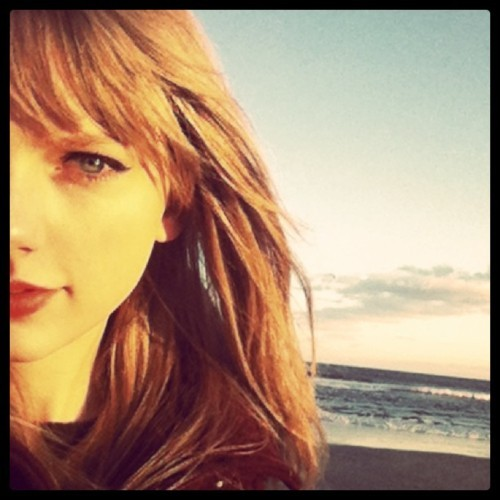 beach, beauty, blond, cute, girl, gorgerous, instagram, lips, red, red lips, taylor swift, winter