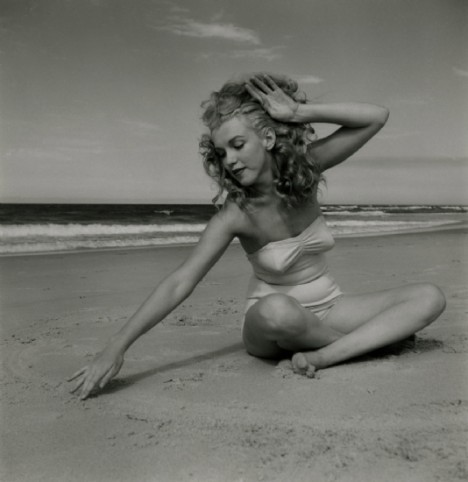 beach, black and white, girl, love, marylin monroe