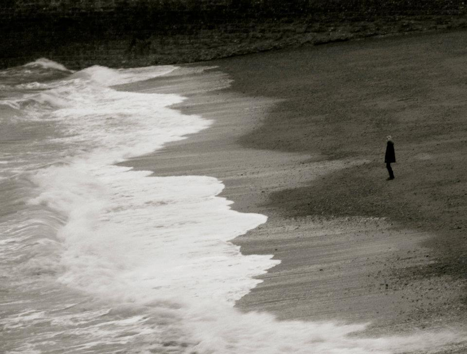 beach, black, black and white, happyness, lonelyness
