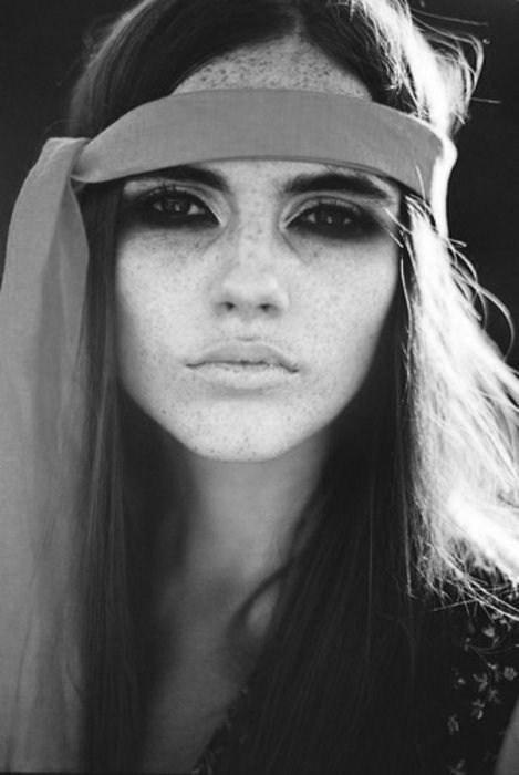 beautiful, beauty, black and white, fashion, fita, freckles, long hair, make up, mode, photography, portrait, pretty, sardas, skinni