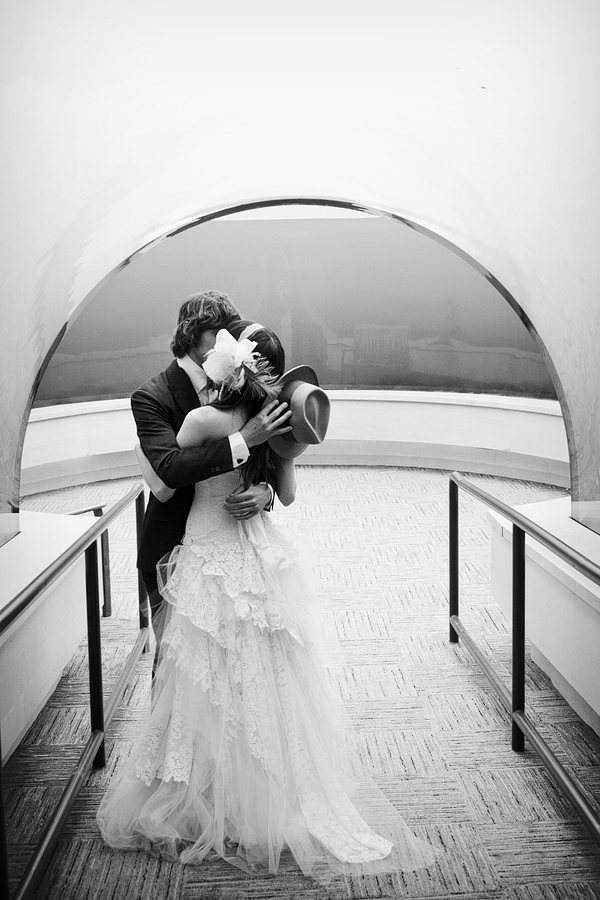 beautiful, couple, decor, kiss, lights, love, photography, vintage, wedding