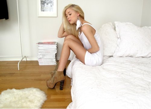 bed, blonde, brown, cute, fashion