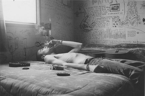 bed, boy, hot, photography, shirtless, skinny, smoke, smoking, text, trainspotting, walls, writing