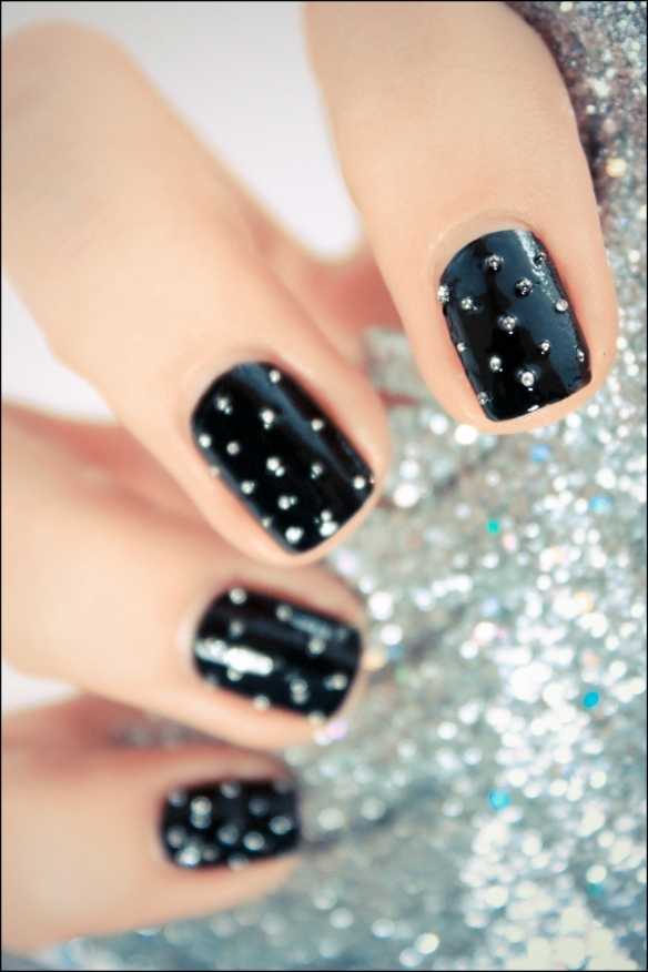 black, nail art, nailpolish, nails, pshiiit - image #331100 on Favim