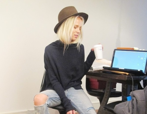 blonde, coffe, computer, elin kling, fashion, hat, jeans