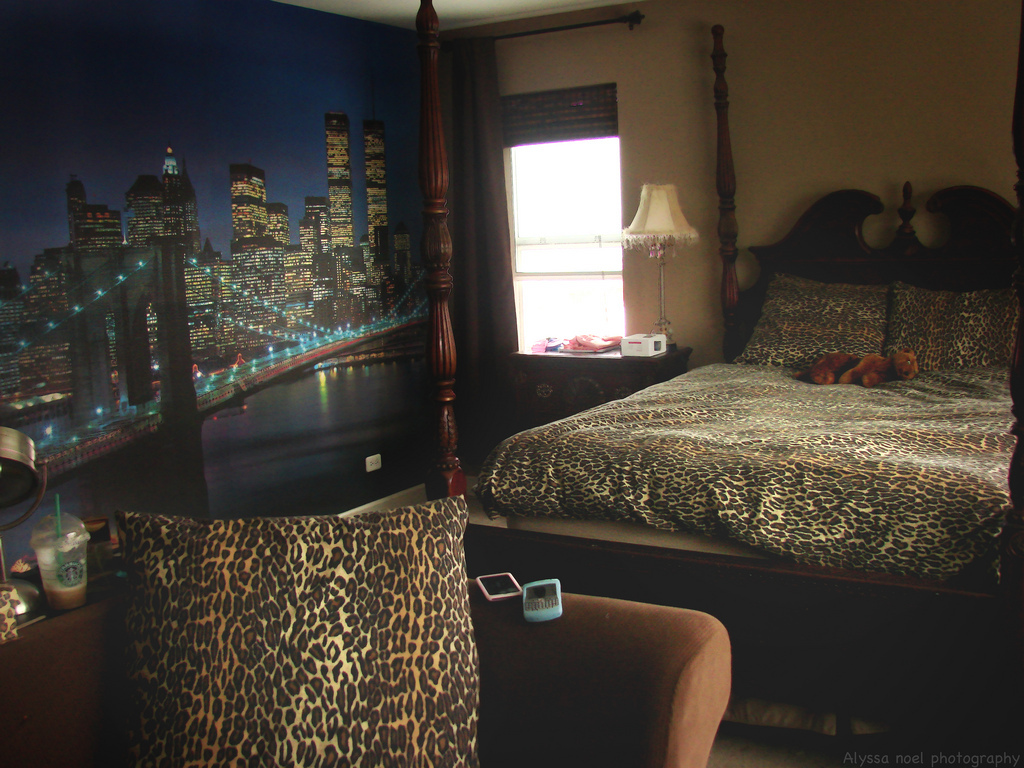 cheetah print, cool bedroom, new york, new york bedroom, new york mural