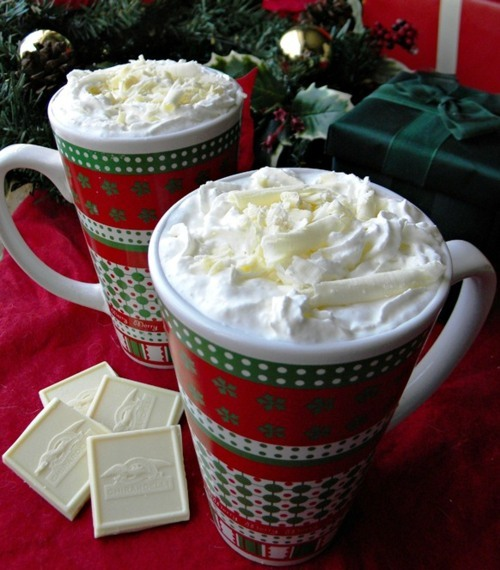 chocolate, christmas, coffee, cool, cream, cup, delicious, dulce, food, green, home, leaves, lovely, lucy, mug, navidad, nice, photo, photography, present, red, rico, sweet, taza, white, white chocolate, yummy
