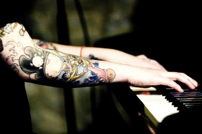 coeur de pirate, piano, pirata, tattoo, tatuagem