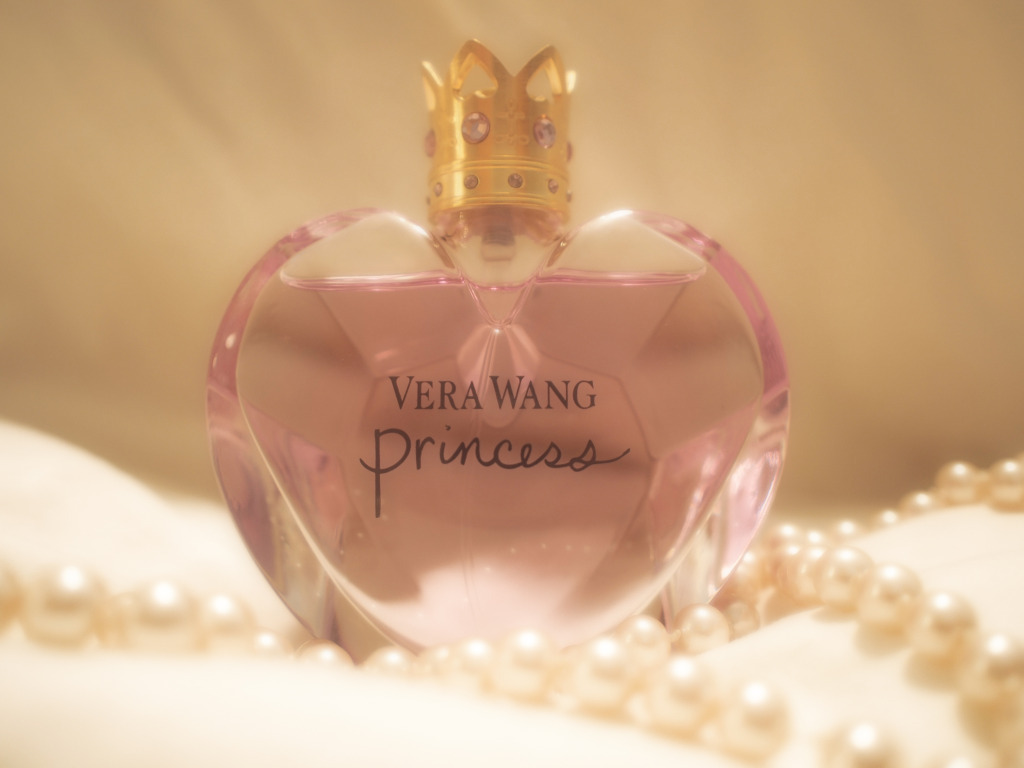 pearls, perfume, photography, princess, vera wang
