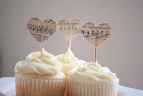 ace of cakes, beautiful, cake, cream, cute, delicious, eat, food, heart, love, music, note, pentagrama, photo, photography, vintage