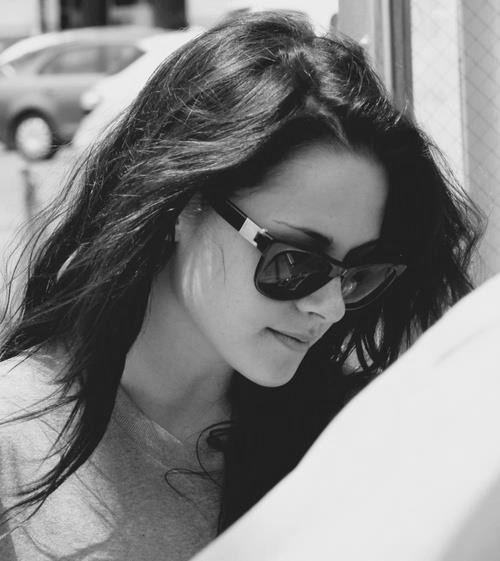 actress, adorable, amazing, b & w, b&w, beautiful, black and white, cute, girl, gorgeous, hair, hot, kristen stewart, perfect, pretty, sexy, sunglasses, wonderful, yeahfuckit