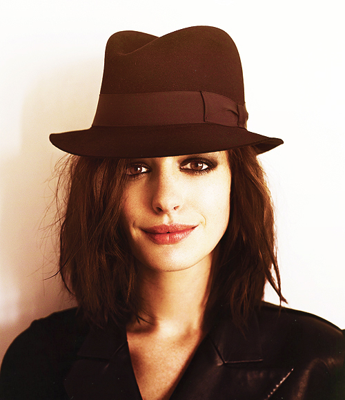 actress, anne hathaway, beautiful, hat, lips, make up, sexy