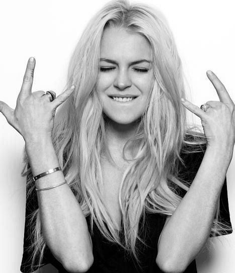 art, beautiful, bitch, black and white, celebrity, finger, girl, hipster, lindsay, lindsay lohan, lohan, papparazzi, photography, pretty, rebel